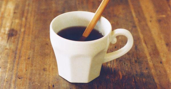 コーヒーを入れたエピスマグカップの画像