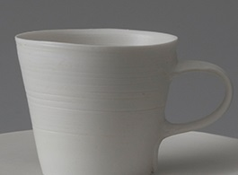 素材が磁器のマグカップの画像