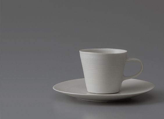 磁器のマグカップの一例の画像