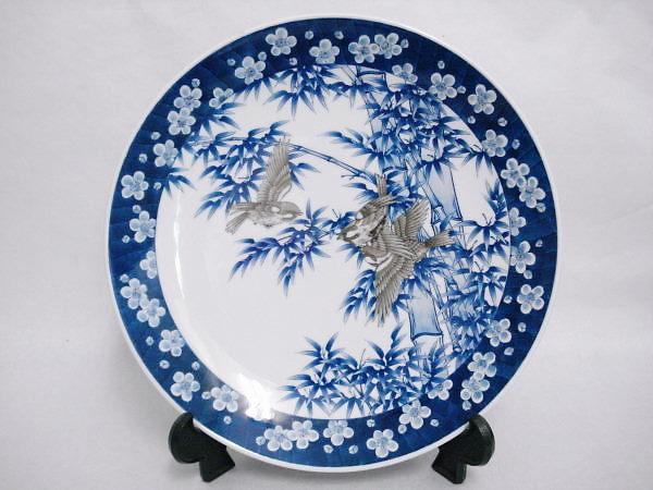 高級陶器の有田焼の皿の画像