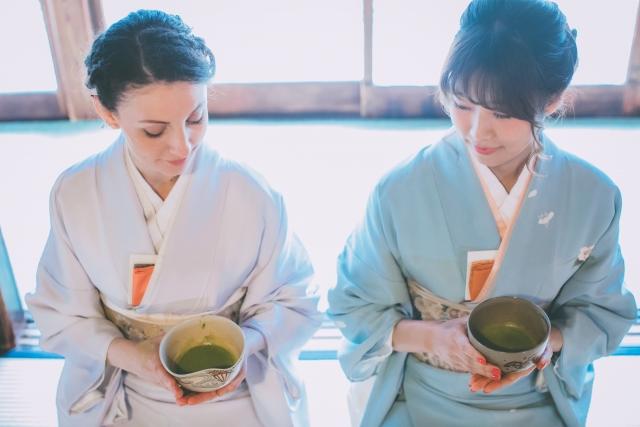 茶会はでお茶を楽しむ女性の画像