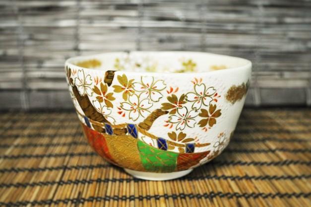 桜の絵柄の抹茶碗の画像