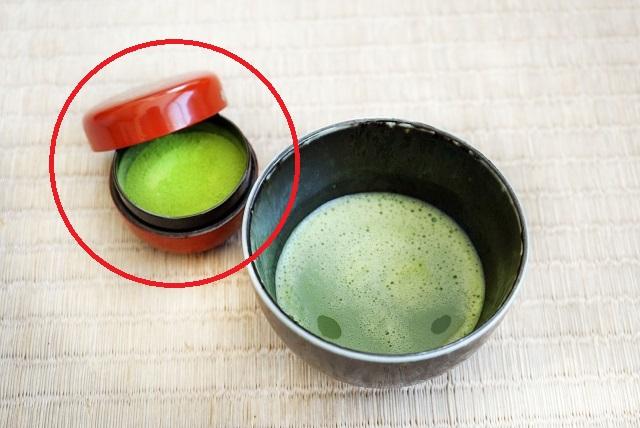 棗(なつめ)と茶葉の画像