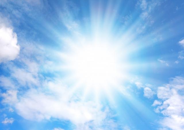 暑い夏の太陽の画像