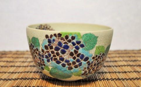 あじさいの絵柄の抹茶碗の画像