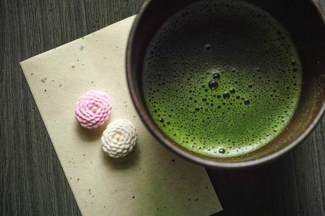 薄茶とお菓子の画像