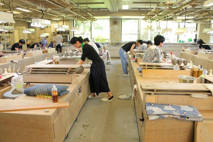 京都府立・陶工高等技術専門校の授業の画像