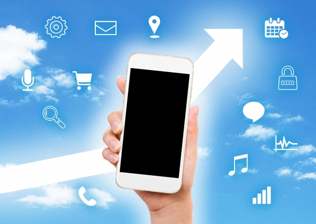 スマートフォンで情報発信する画像