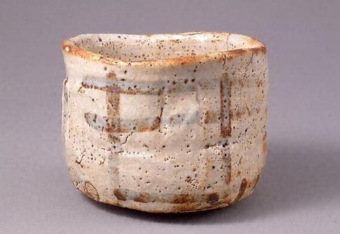 国宝に指定されている志野茶碗の画像