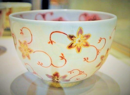 上絵で描かれた抹茶碗の画像