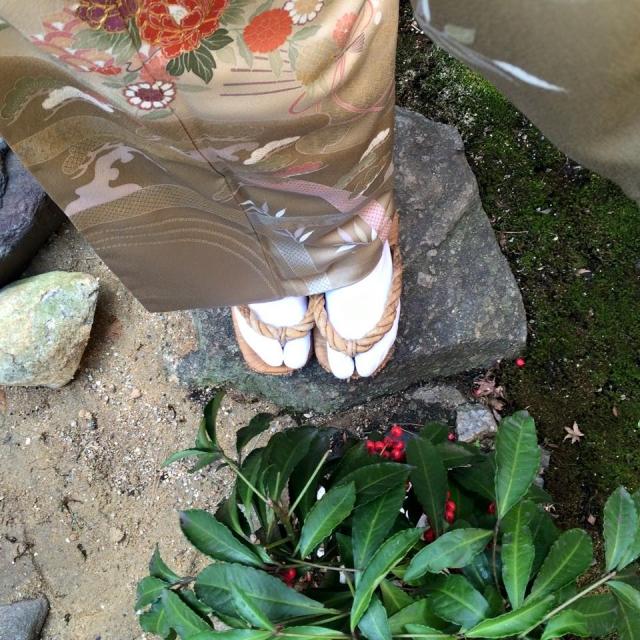 お庭で休憩している画像