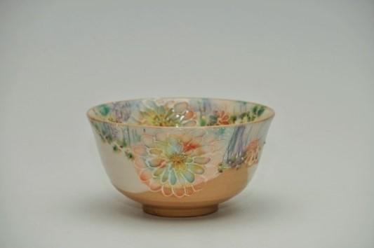 外向きの美しい抹茶碗の画像