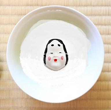 茶碗の底にお多福の顔のある茶碗の画像