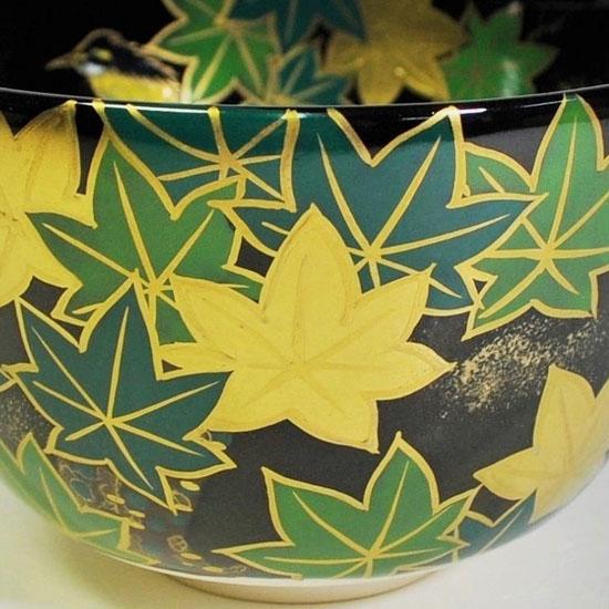 抹茶碗黒釉若楓にカワセミの正面の絵の拡大画像