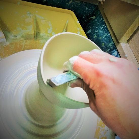 抹茶碗四君子のロクロ成形の画像