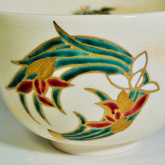 抹茶碗四君子の正面の蘭の絵の拡大画像