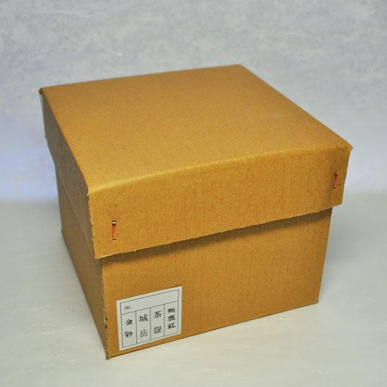 商品を梱包するダンボールの画像