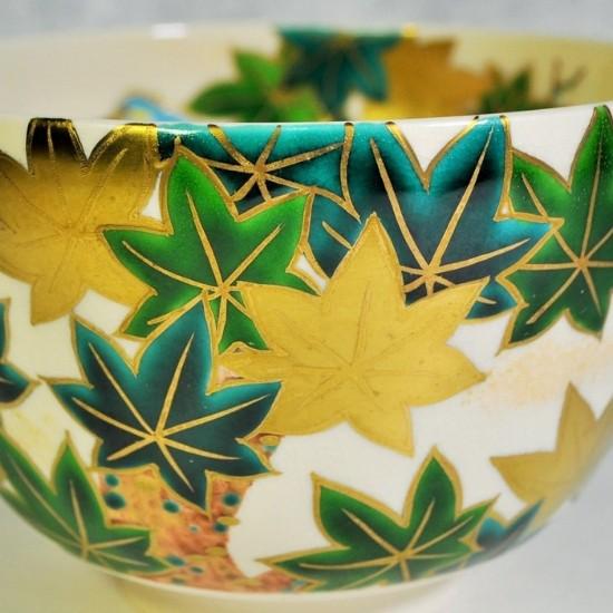 抹茶碗青楓にカワセミの正面拡大画像