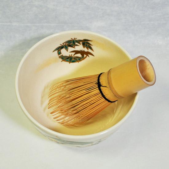 抹茶碗四君子と茶せんの画像