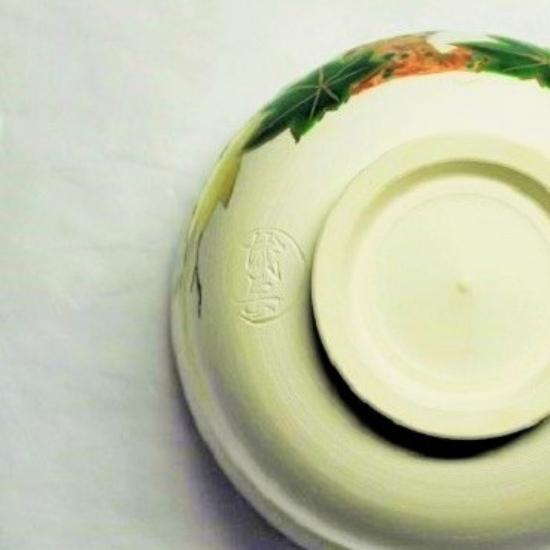 抹茶碗青楓にカワセミの裏側の画像