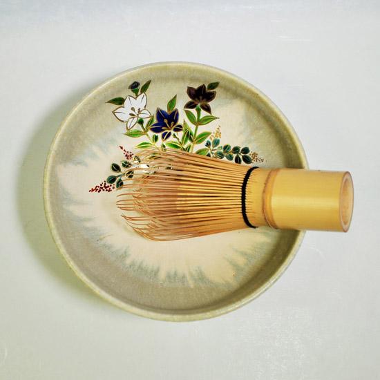 平茶碗桔梗と茶せんの画像