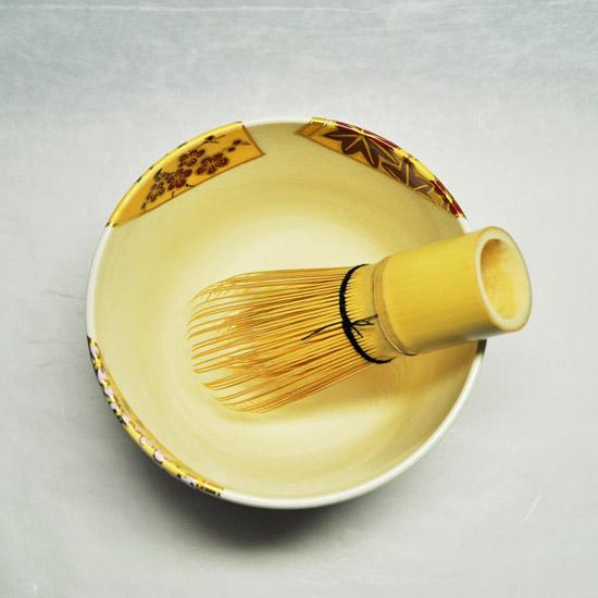 抹茶碗扇面四季と茶せんの画像