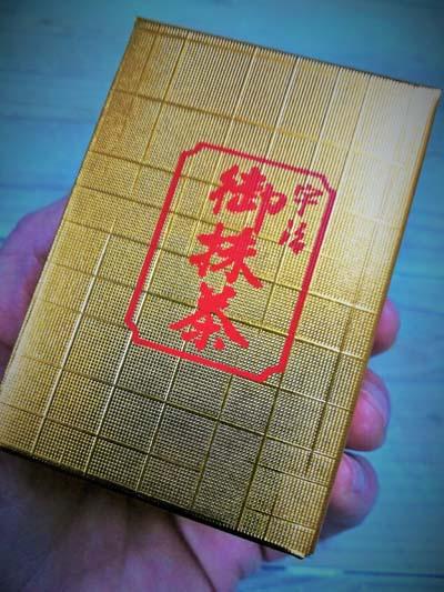 薄茶の茶葉のパッケージの画像