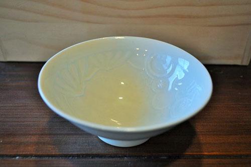 ツルツルした表面の磁器の抹茶碗の一例の画像