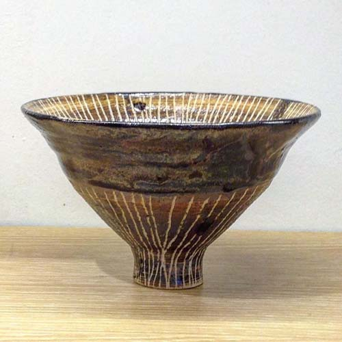 高台の細い不安定な抹茶碗の一例の画像