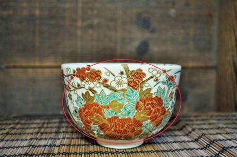 正面に大きな絵がある抹茶碗の画像