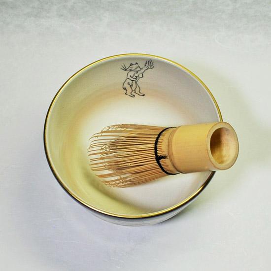抹茶碗鳥獣戯画と茶せんの画像