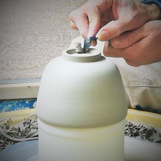 抹茶碗の削りしあげの画像