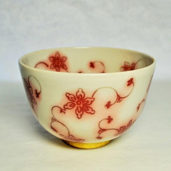 抹茶碗金彩釉裏紅唐草の正面の画像