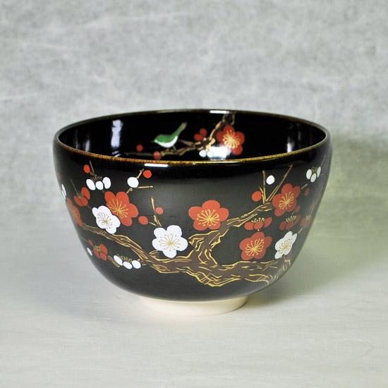 抹茶碗黒釉紅白梅にうぐいすの正面の画像