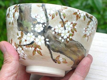色絵琳派桜抹茶茶碗の絵を拡大した画像