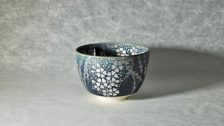抹茶碗るり釉銀彩夜桜のイメージ画像