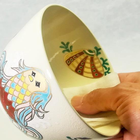 抹茶碗あまびえを茶巾で清める画像