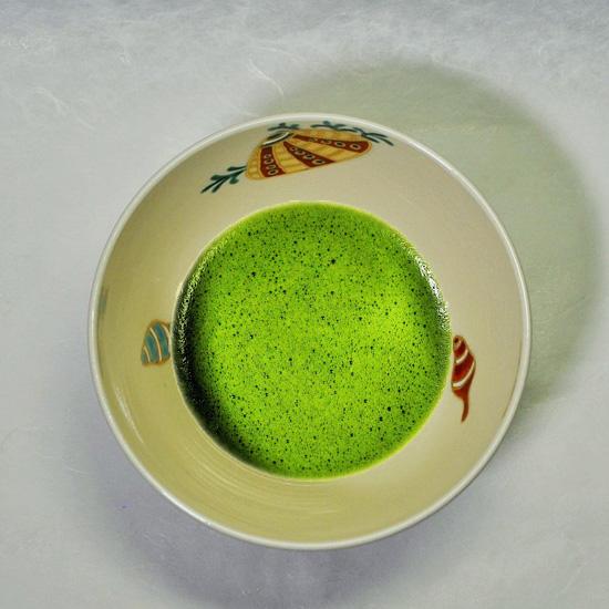 抹茶碗あまびえと抹茶の画像