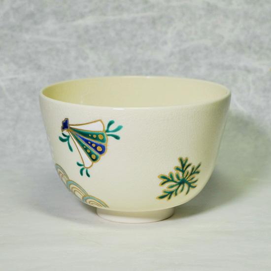 抹茶碗あまびえの右後ろの青い貝殻と海松貝の画像