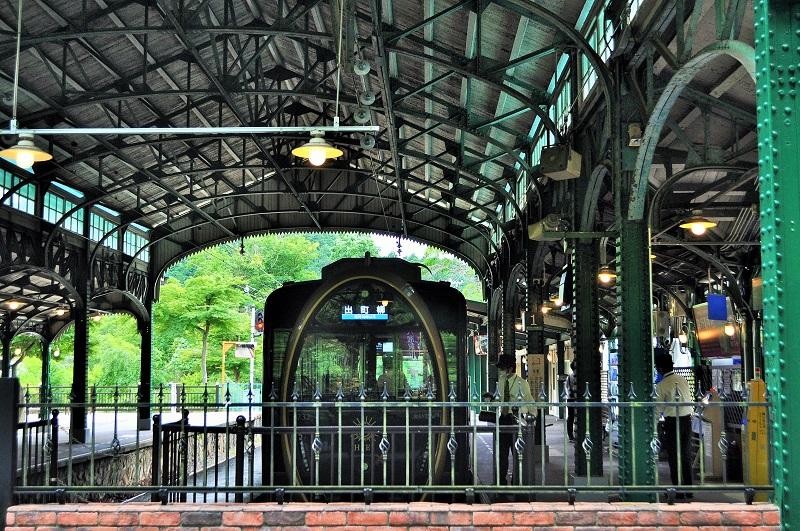 叡山電鉄の八瀬比叡山口駅のレトロなドーム屋根の画像