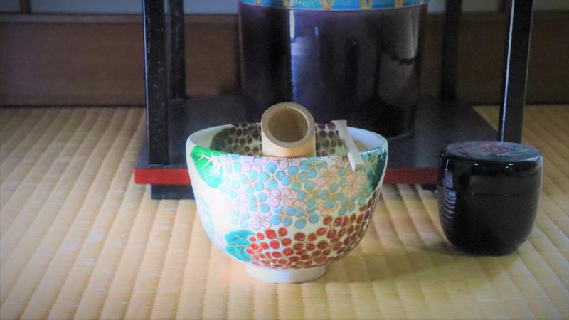 抹茶碗あじさいを茶道のお稽古で使っている画像